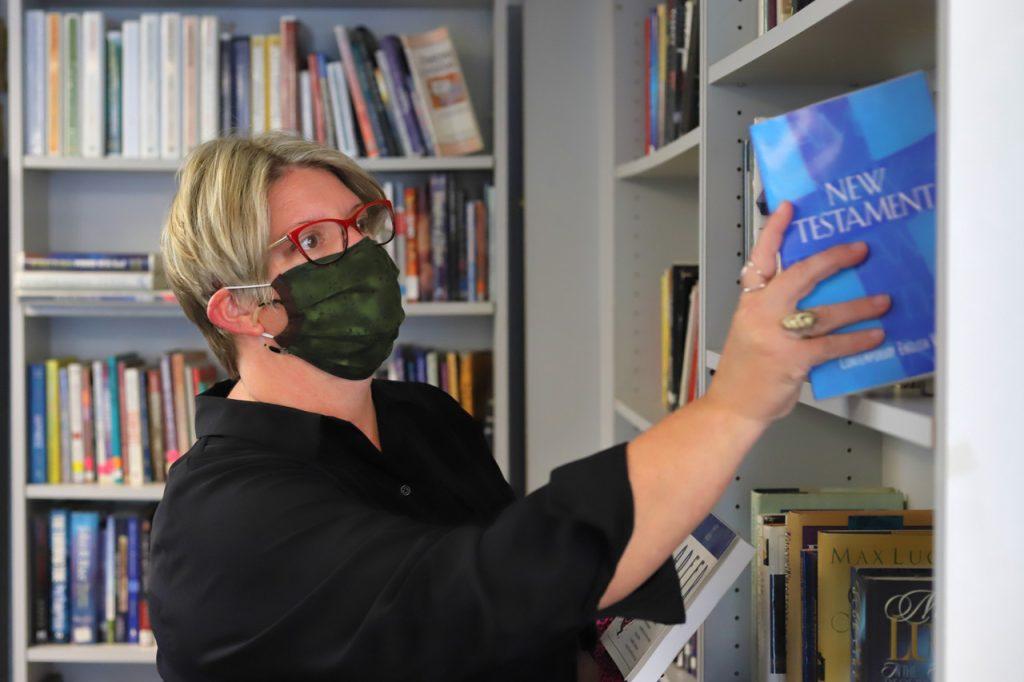 Stephanie_Library(Mask)_1